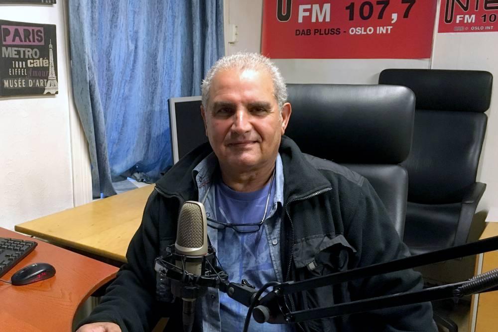 Daglig leder for Radio Inter-FM, Dogan Gursel i lokalene til radiostasjonen i Maridalsveien (Foto: Pål Lomeland)
