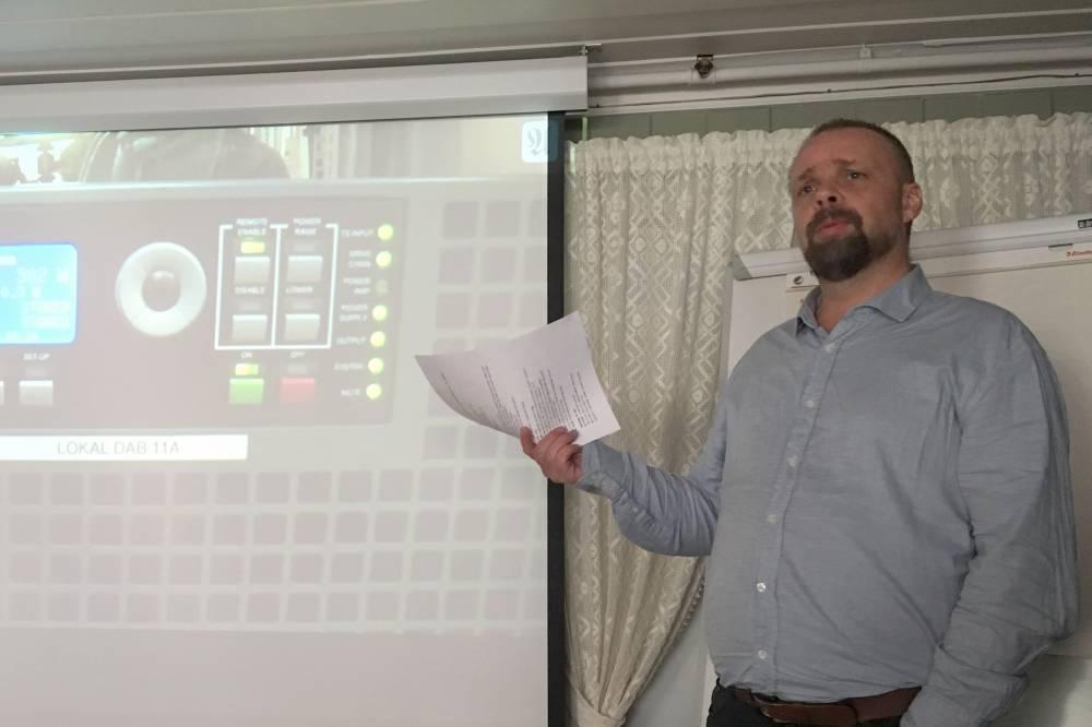 Bård Danielsen presenterer Radio Trondheim under Midt-Norsk Lokalradiokonferanse 2016 (Foto: Pål Lomeland)