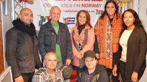 Harald Nissen (MDG) besøkte forrige uke redaksjonslokalene til Radio Latin-Amerika og Radio Inter FM i Maridalsveien 3, sammen med Fatima Al Madar (AP) og representanter for Rådet for innvandrerorganisasjoner. Foto: Radio Latin-Amerika