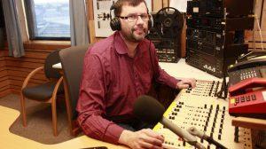 Raymond Elde i studio. Foto: Radio Nordkapp